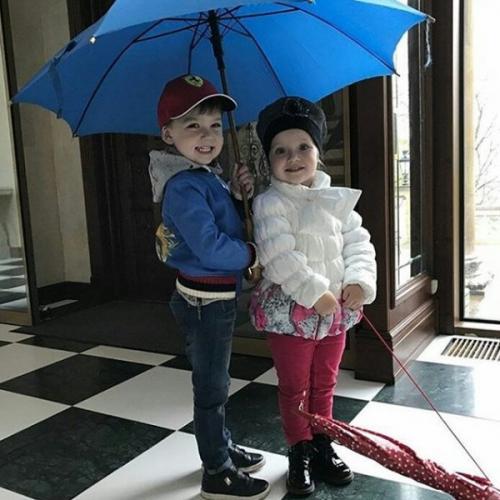 Пугачева, Галкин и Орбакайте прокатили своих детей на военных авто