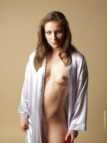10-01 - s7916 - Kristyna - Innocent Games - 2560px