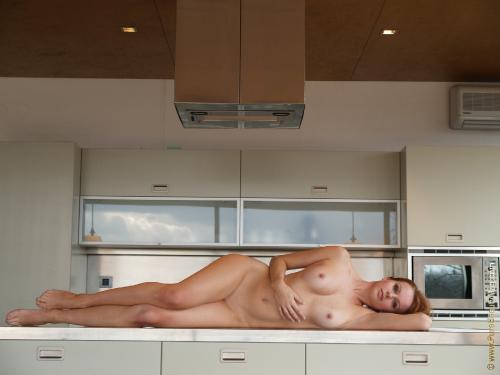 10-03 - s16439 - Sarka - Everything but the kitchen sink - 2560px