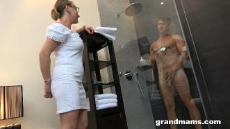 Linda (Horny Mature Secretary) [1080p]